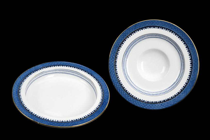 Left hand side, A602812, Shipley plate for one-armed men, supplied by T. Goode and Co., made by Booth, English,