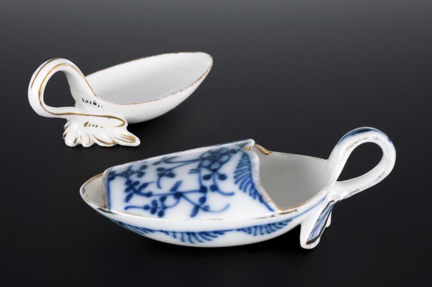 A608492, Earthenware medicine spoon, cream glaze, 1801-1920, English(?). A608496, Porcelain medicine spoon, with bowed