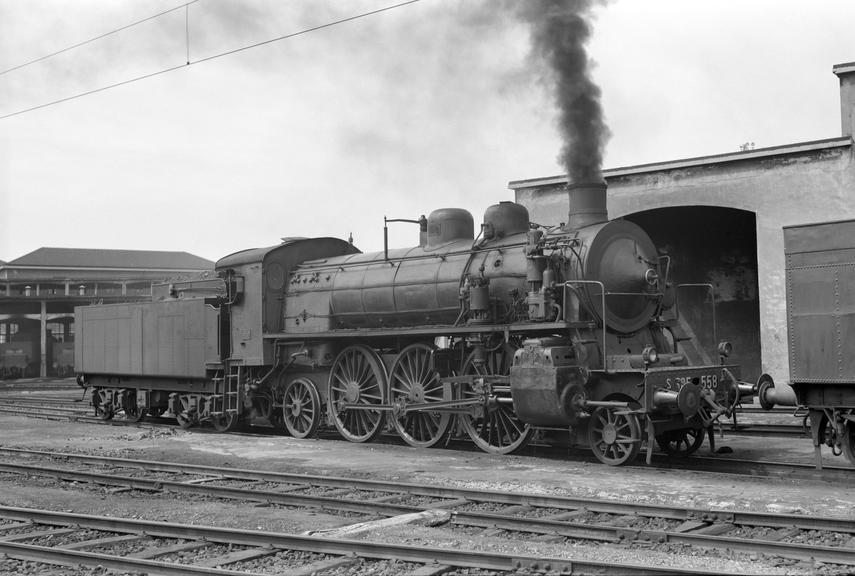 Four cylinder Caprotti 2-6-2 locomotive no. s685.558, Turin M.P.D., 1963