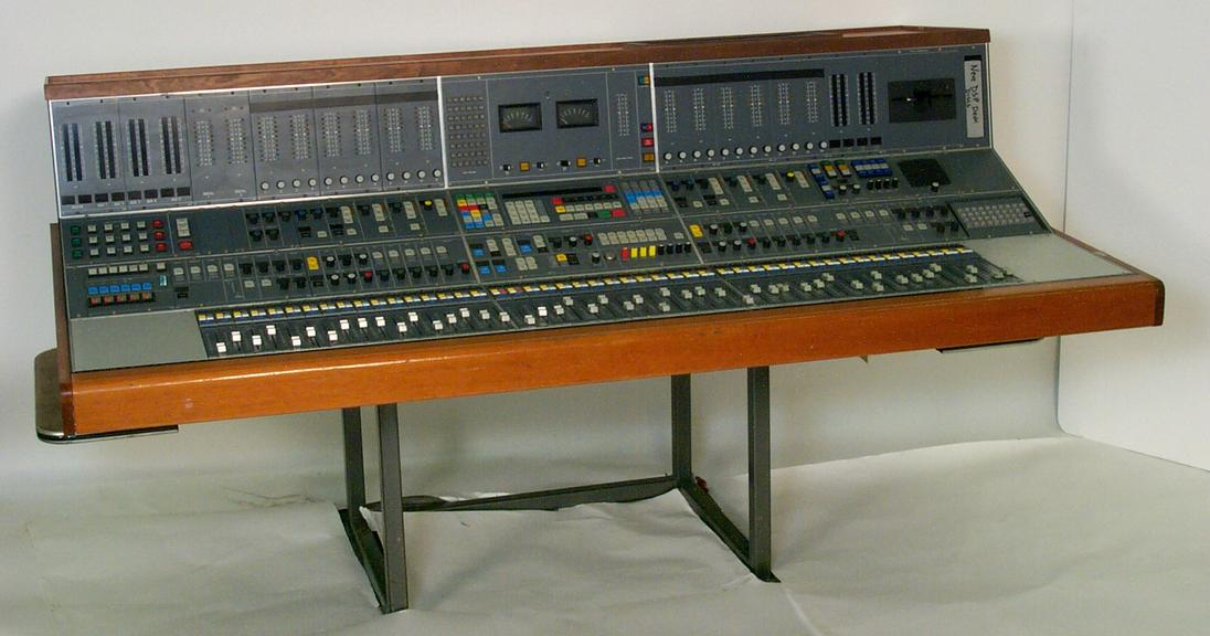 Neve DSP Digital Sound Desk       NEVE DSP Digital Sound Desk Control Surface.               The Neve DSP made in England in 1981