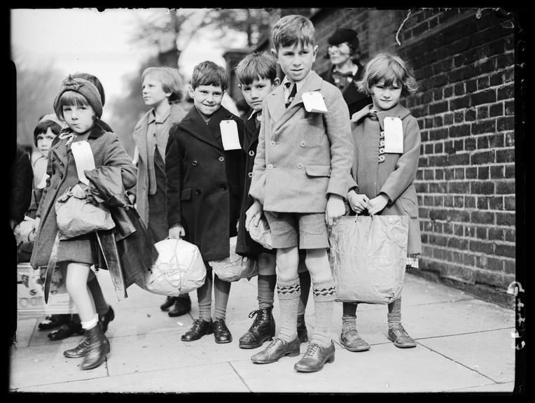 School children being evacuated from London       A photograph of children being evacuated from London