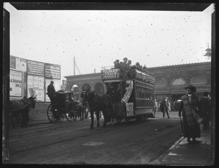 'Cambridge Station', about 1900       A photograph of a horse-drawn omnibus in front of Cambridge railway station,  taken by Edgar Tarry Adams (1852-1926)