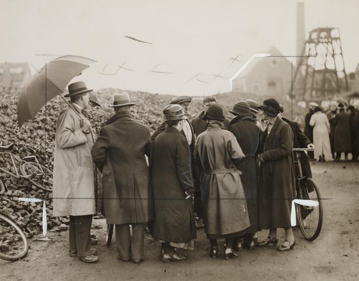 'Gresford mining disaster: relatives wait for news at the pithead'       A photograph entitled 'Gresford mining disaster: relatives wait for news at the pithead'