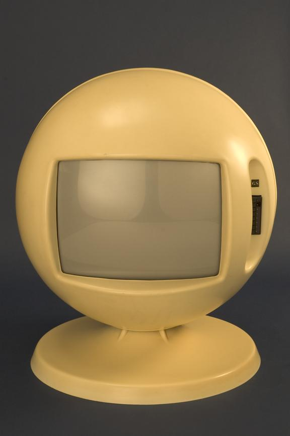 Keracolor B772  television receiver       A Keracolor B772 spherical  television receiver from 1970