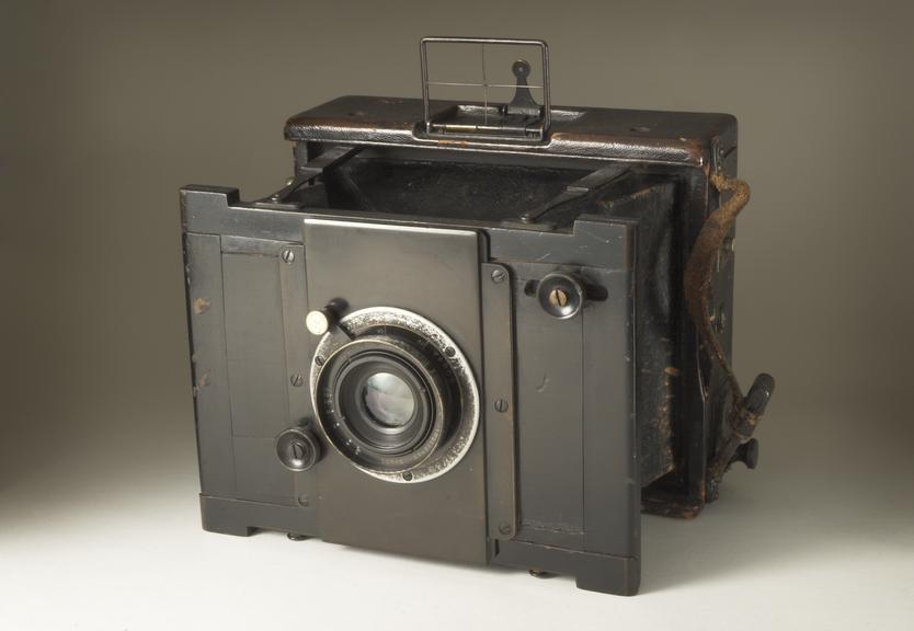 Goerz Anschutz camera       Goerz Anschutz camera made in Germany, c. 1900