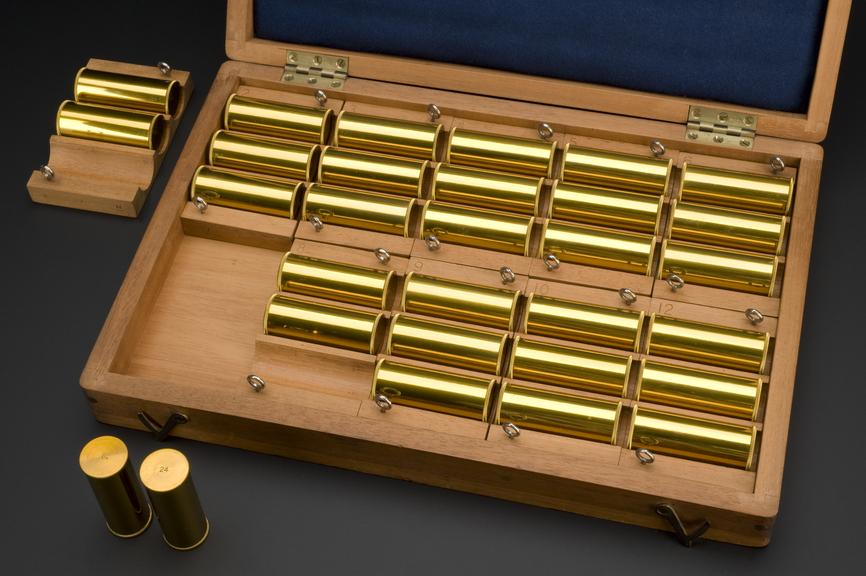 Set of cylinders for testing individual's perception of weight, cased, by Cambridge Instrument Co., Cambridge, 1893