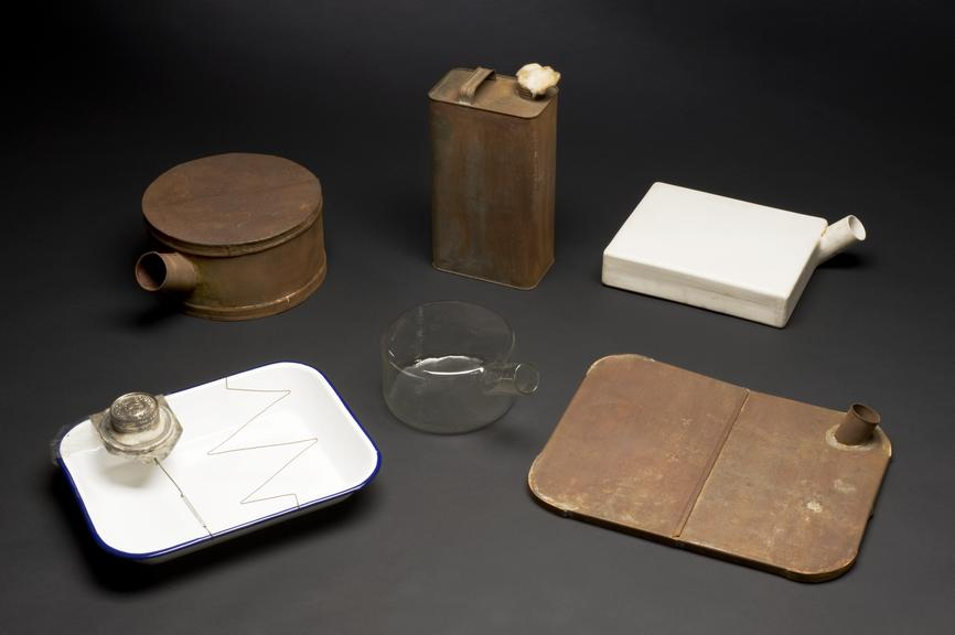 Set of apparatus used in experimental work with penicillin, comprising enamel dish and metal device to contain liquid,