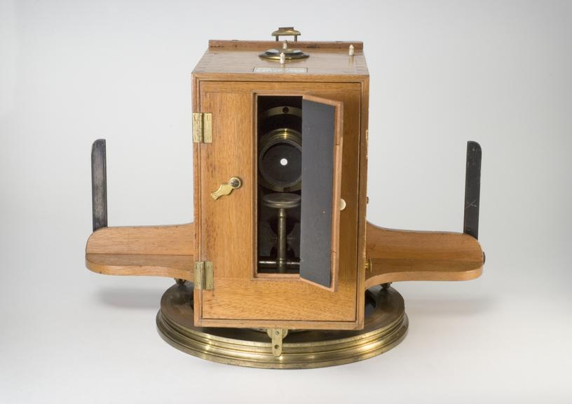 Pantoscopic camera       Pantoscopic camera, made by Johnson and Harrison in England, 1862