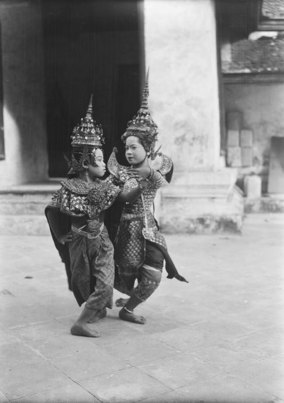 Siamese dancers at Wat Arun Buddhist Temple, Bangkok