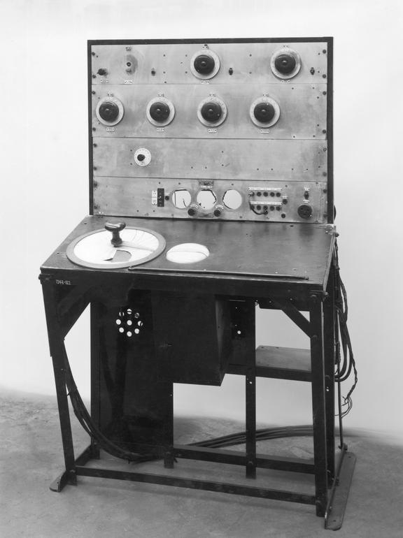 Mobile receiver, type RM.1. (Hand-made at Bawdsey in 1937). Radio Communication. Black and white photograph taken in