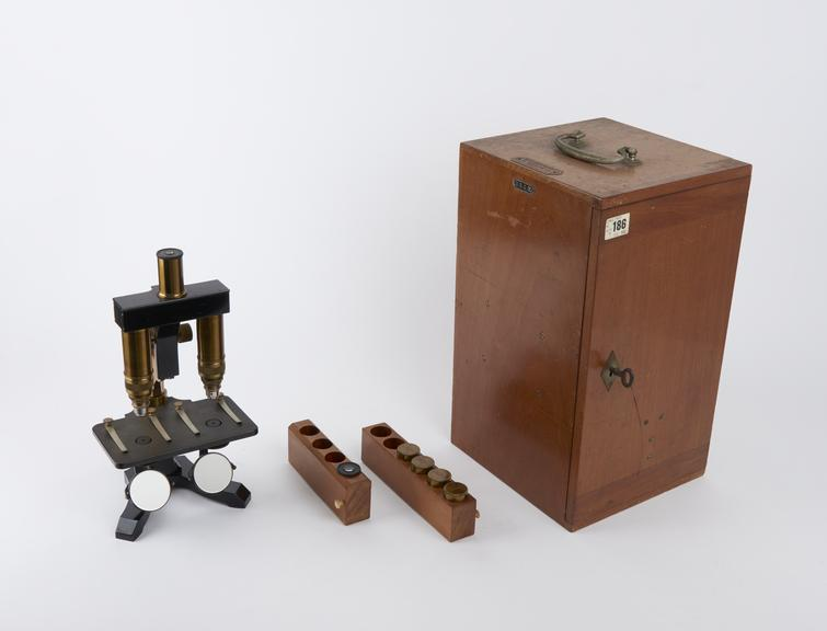 Comparing' microscope (no.15041) by Seibert of Wetzlar with 2 eyepieces (nos.1 & 3), 2 pairs of objectives (nos.2 & 5)