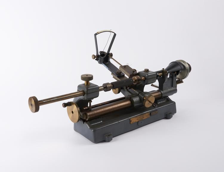 Screw pitch measuring machine 3x7'. Designed by N.P.L. and made by G. Cussons Ltd in 1942. Complete with R7/8' standard