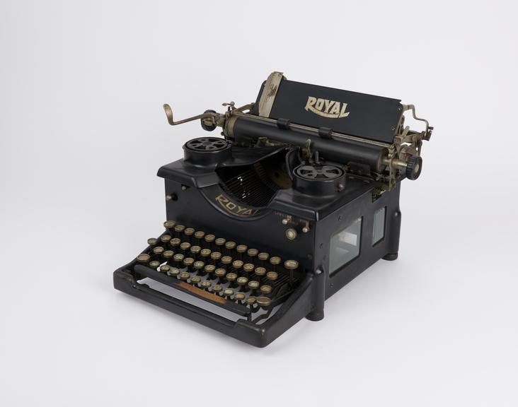 Royal typewriter, No. 10, c. 1923 (manufacturer's No. X561255)