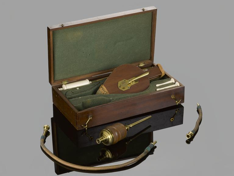 First aid kit in wooden case for resuscitation, first half 19th century.