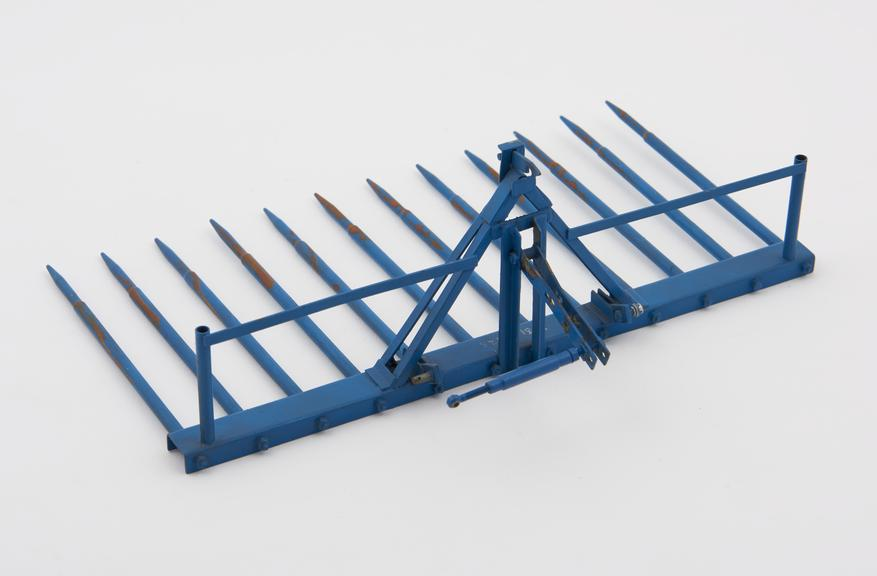 Model, scale 1:12, of a Paterson' buckrake'