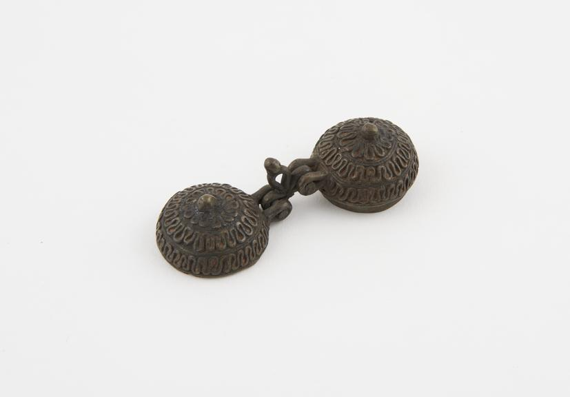 Copper lime box used by betel chewers, Ceylonese (?), 1801-1900