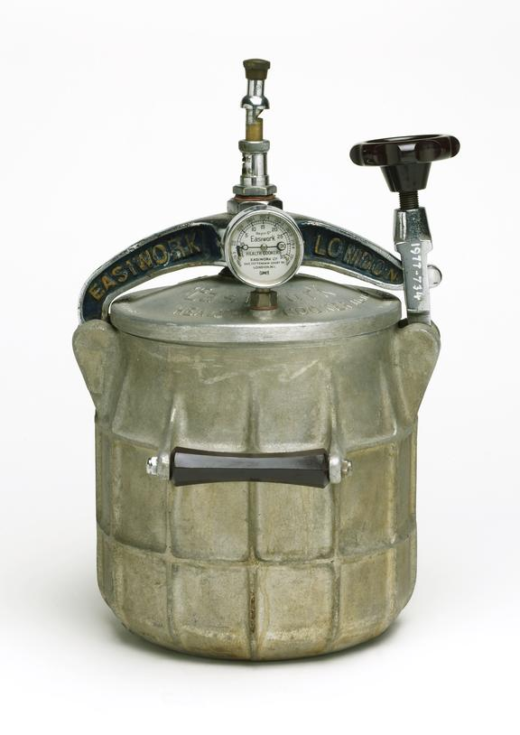 Easiwork pressure cooker, 1936. General view. White background.