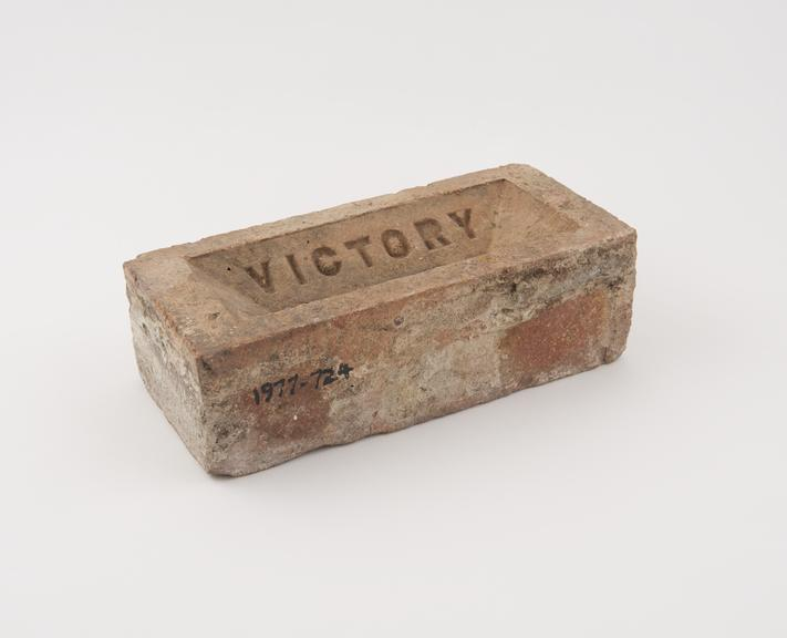Victory brick of about 1920, 9.5 x 4' x 2.5''