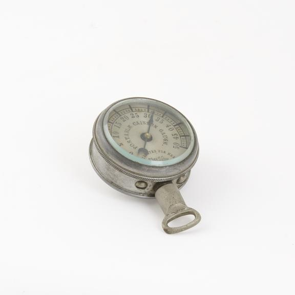 Portable caisson gauge, calibrated for heat.   By the Ashton Valve Co., Boston Mass., 1940?.   ('B' number B1989).