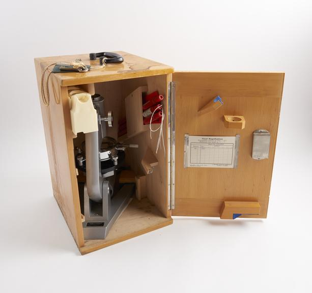 RCH' monocular microscope and Kofler microheating stage, in 2 wooden cases, with regulating transformer, made by