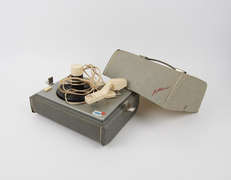 Record player, Harting Mod Pico, electric, capable of playing sequentially up to 10 discs,  45rpm, 1958