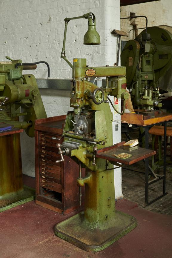 Stepping / Flanging Mill