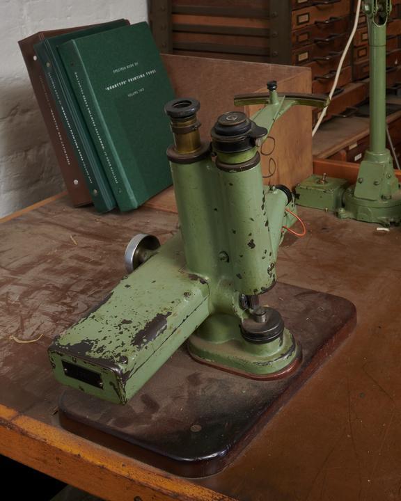 Matrix binocular optical depth testing instrument