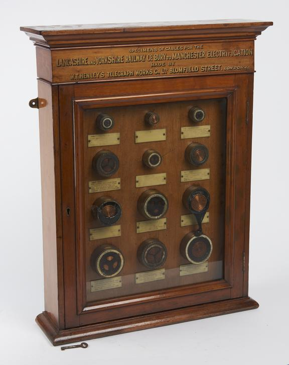 Glass cabinet for electric cables specimens