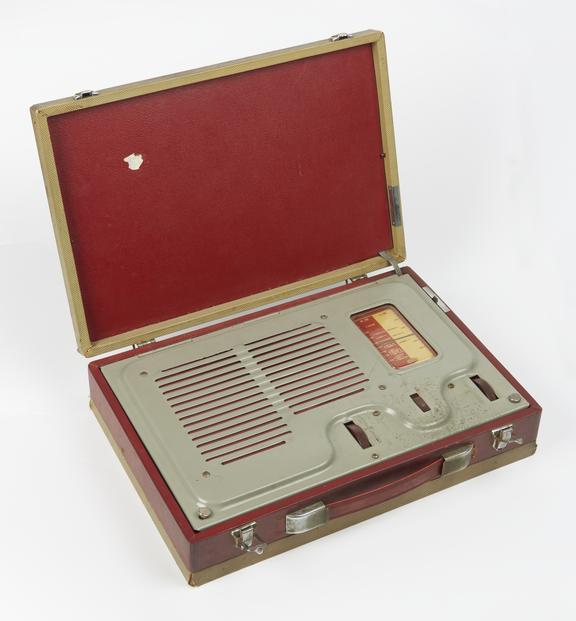 Ever Ready Case Radio