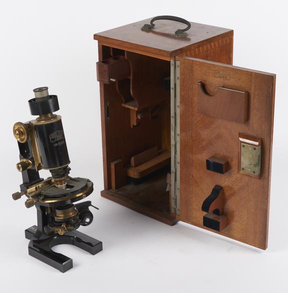 photomicrographic microscope