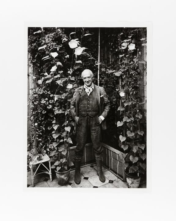 Andor Kraszna Krausz Collection. Silver gelatin print. Portrait of Sir Cecil Beaton by American photographer Ronald