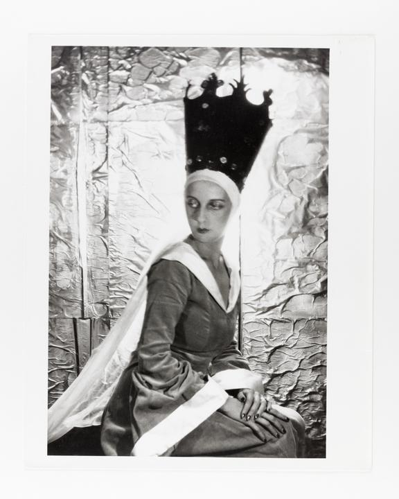Andor Kraszna Krausz Collection. Silver gelatin copy print made ca.1970s. Sir Cecil Beaton photograph of Paula