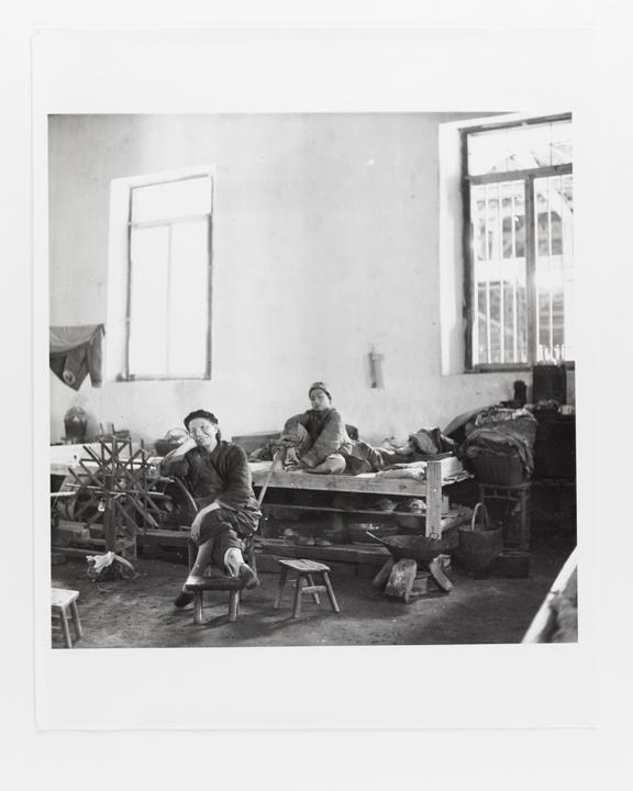 Andor Kraszna Krausz Collection. Silver gelatin copy print made ca.1970s. Photograph by Sir Cecil Beaton of an elderly