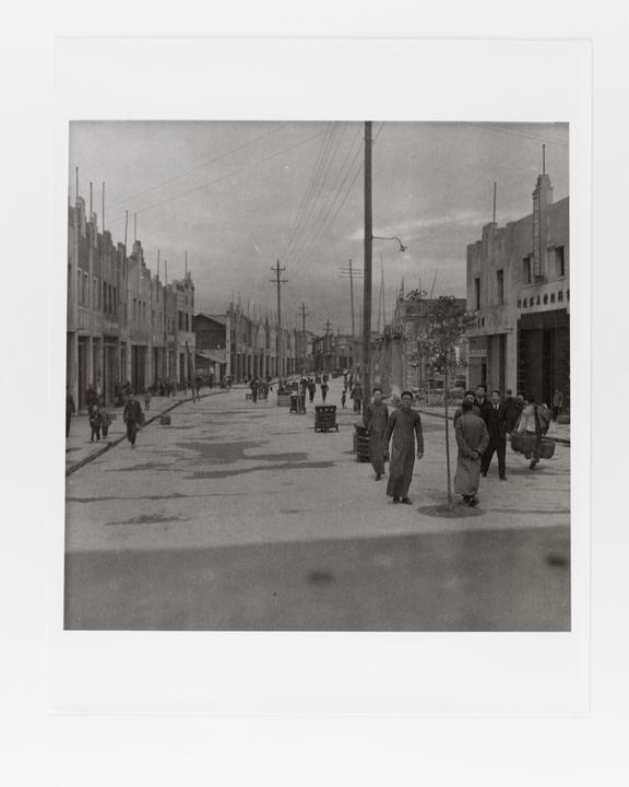 Andor Kraszna Krausz Collection. Silver gelatin copy print made ca.1970s. Photograph by Sir Cecil Beaton of a street