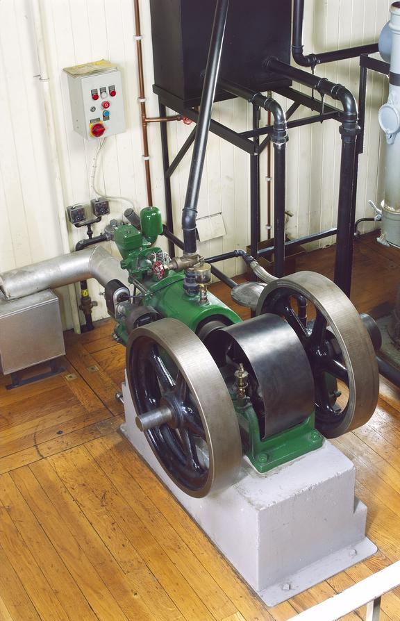 Crossley horizontal gas engine 1935