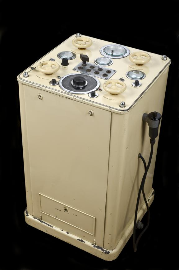 Pohl Omniskop X-ray apparatus, c.1910, used by Dr. Rachwalsky until 1962, German. Full view, black background.